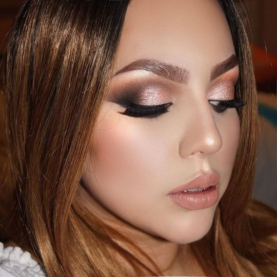 Glamorous smoky eye with pinkish nude lip