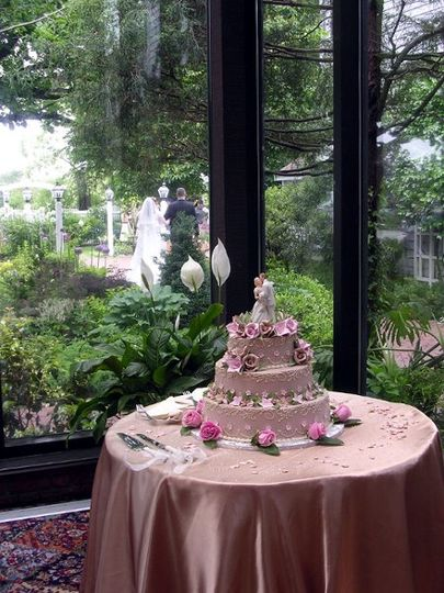 800x800 1307637365234 weddingcakebrigrombg
