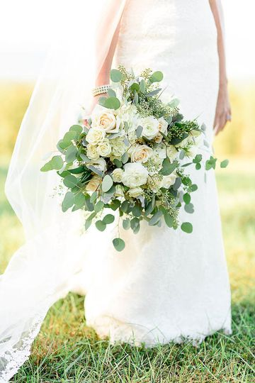 Bouquet Alina Thomas, Senior Photographer considers herself a wedding photographer with a unique...