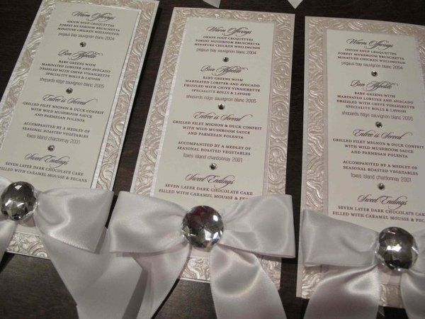 White bow menu cards with textured paper for VIP brides