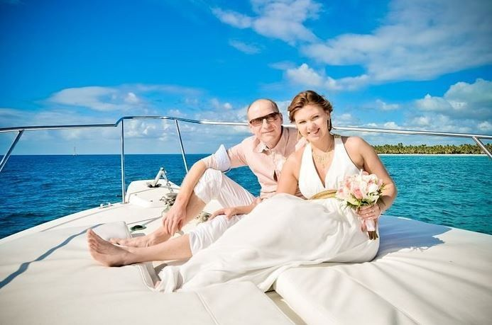 punta cana wedding couple on boa