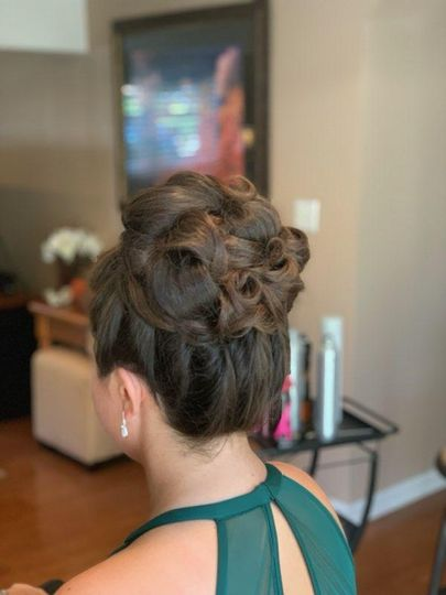 Bridesmaid's hair