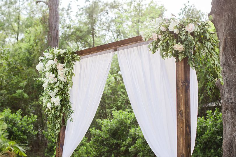Rustic and chic arch