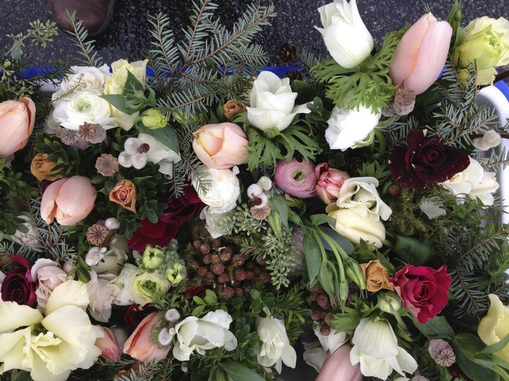 Bridesmaids' bouquets for winter wedding.