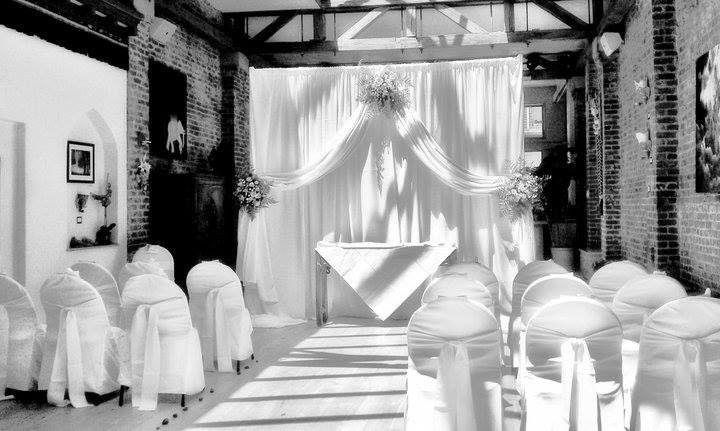 71459726757419f4 1513708701936 om wedding