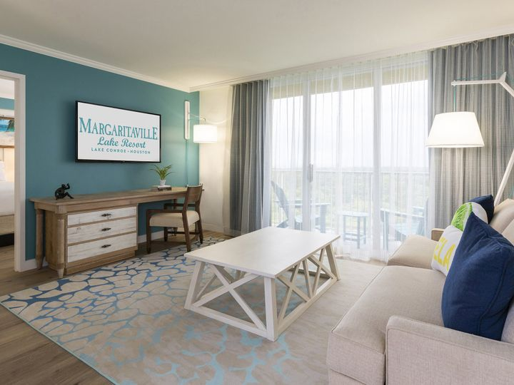 Tmx 03 Guest Suite Living Area 02 51 374345 160582201073998 Montgomery, TX wedding venue