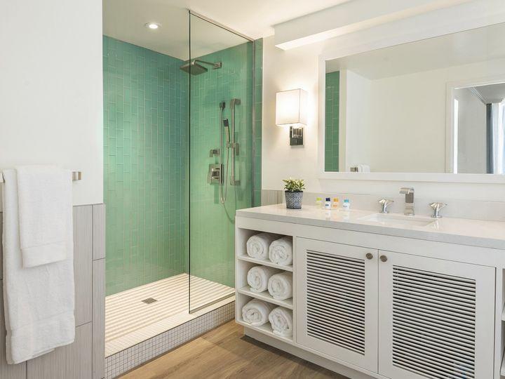 Tmx 07 Guest Suite Walk In Shower 51 374345 160582200218367 Montgomery, TX wedding venue