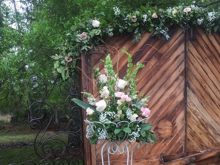 Tmx 1527869203 Ddc3b12958d3e8b9 1527869201 0e042bc9aba1d471 1527869198500 8 B2 Fort Myers wedding florist