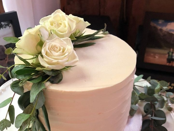 Tmx Simple Wedding Flowers 51 938345 157923107544993 Bennington, VT wedding cake