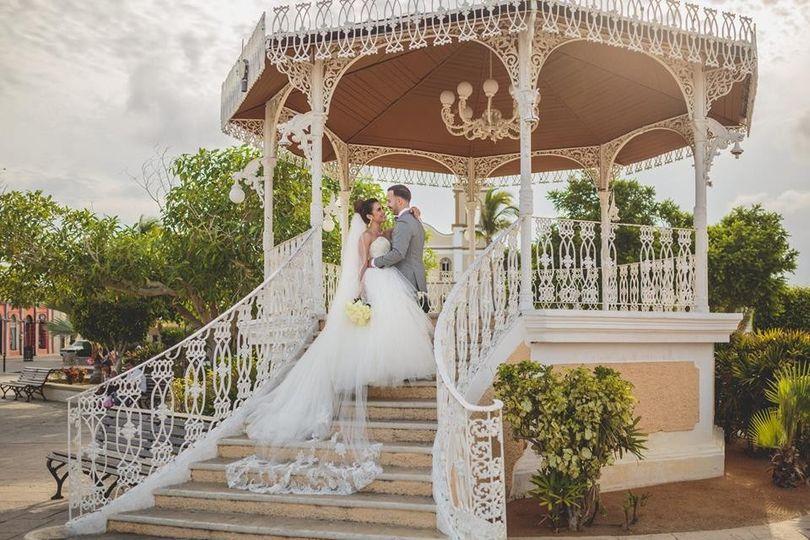 Newlyweds on the gazebo