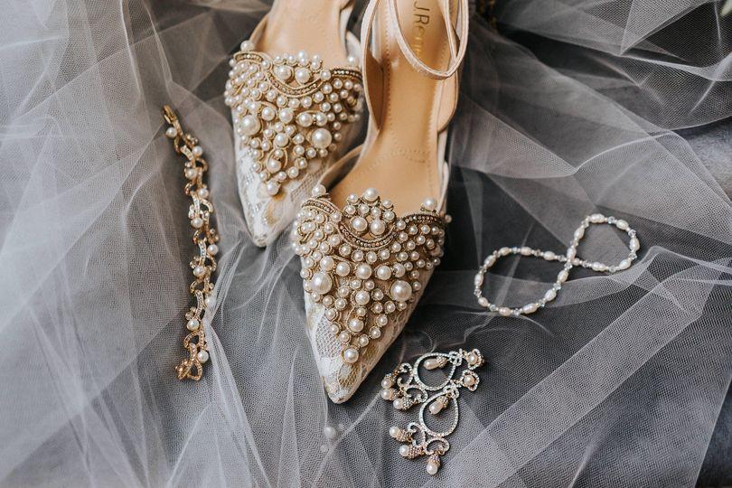 Bride Complements