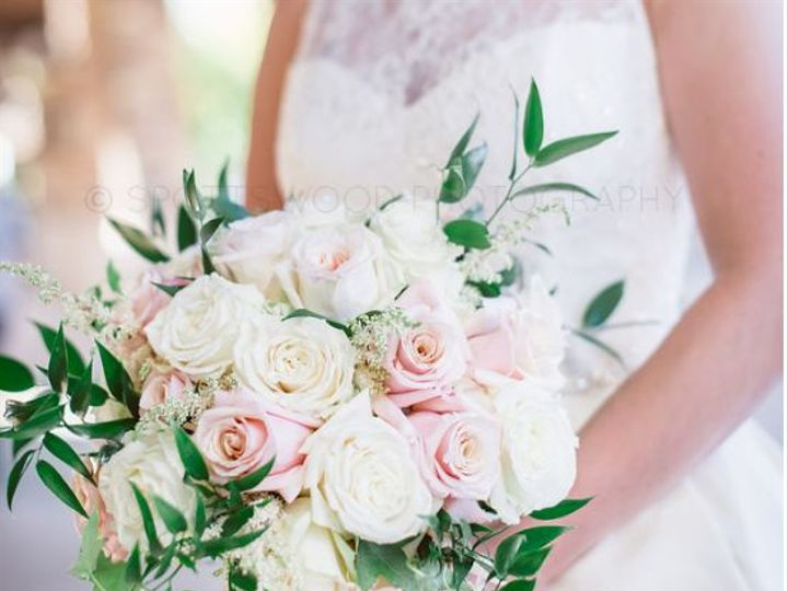 Tmx 1517590965 41f34ac0df39844f 1517590964 E63b456cd125c1d1 1517590961856 26 24059207 82087104 Lake Geneva, WI wedding florist
