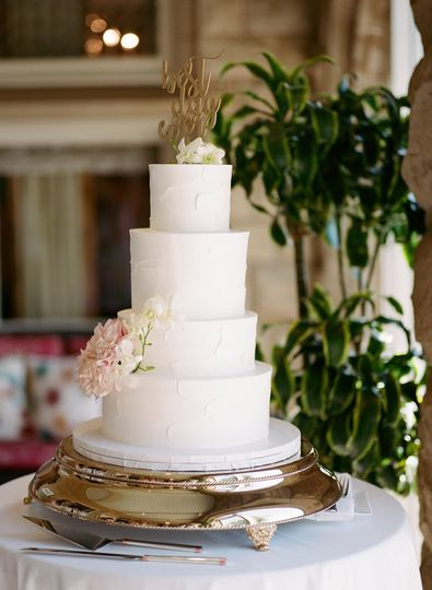 Design a cake.