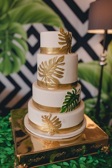 Tropical-themed cake