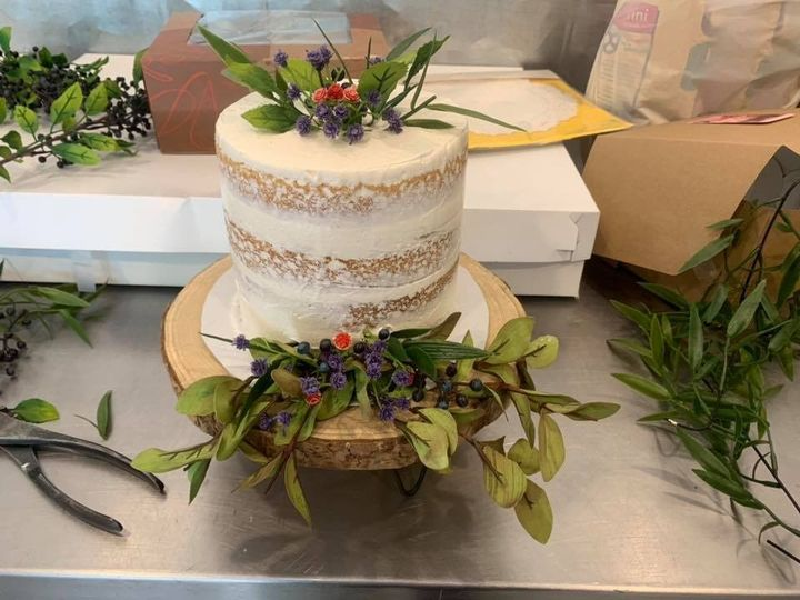 Tmx 70961512 1147529332124971 8694634972574646272 N 51 1897645 157624283146261 Holly, MI wedding cake