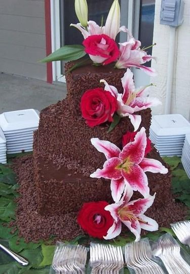 Chocolate lovers' wedding cake with fresh lilies & roses
