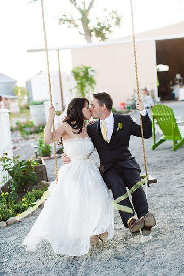 red daisy farm wedding photos