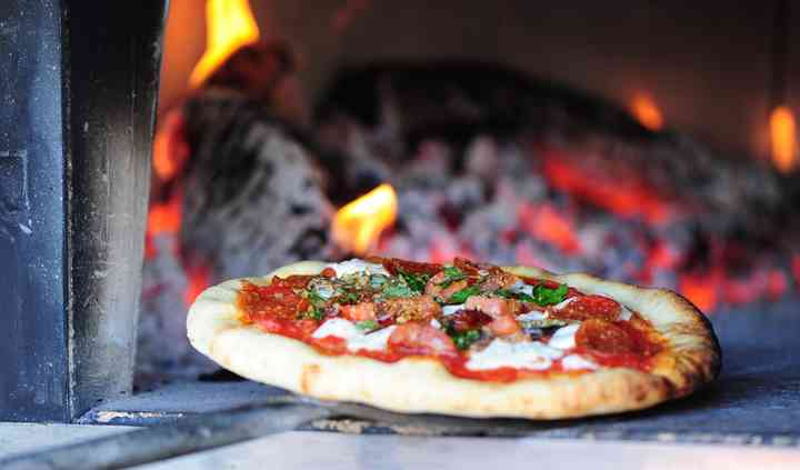 Pizza 900 Mobile wood fired pizzeria
