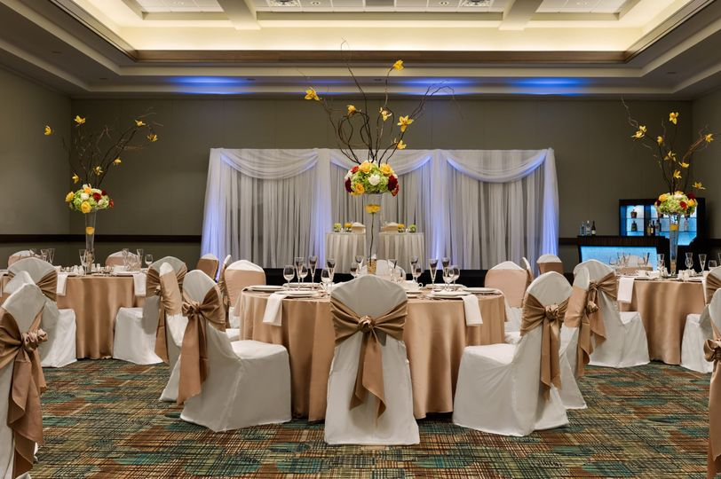 There is 40, 000 sq ft of combined space including beautiful ballrooms with modern amenities and...