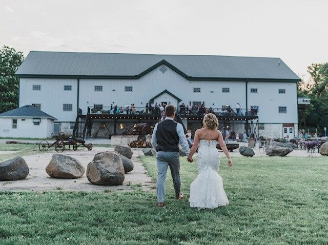 Tmx Barn With Couple Walking 51 1002845 157902654356206 Burnett, WI wedding venue