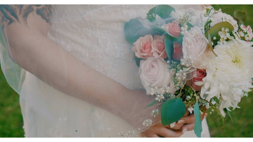 bride flowers 51 1894845 1572665005