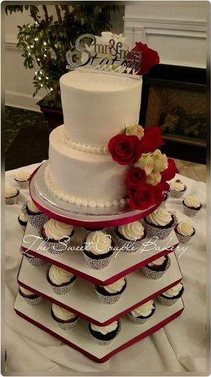 Cupcake tiers underneath wedding cake