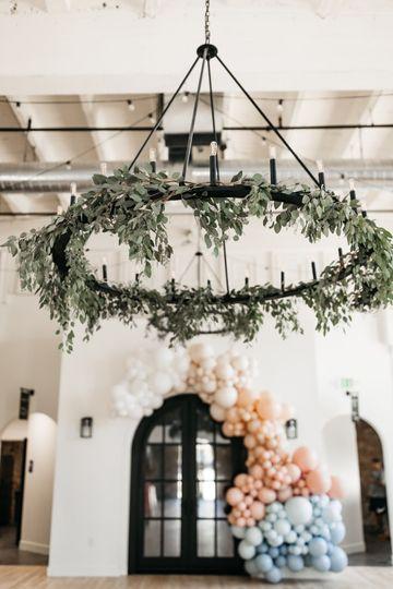 Retractable chandelier