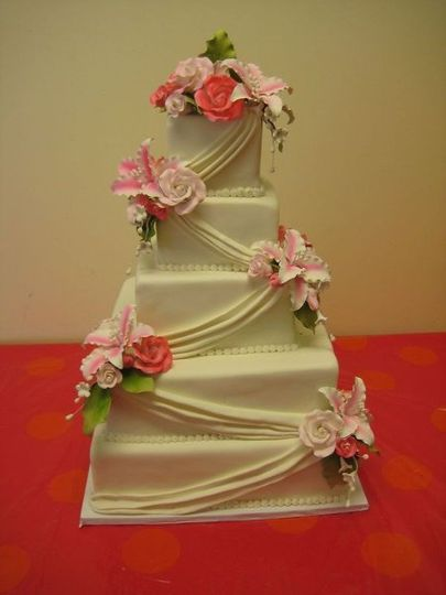 Sugar drapery and flowers