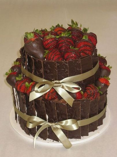Chocolate slabs and strawberries wrapped in ribbon