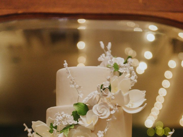 Tmx Floral Covered Wedding Cake On A Gold Stand Photo By Elevated Photography 51 8845 158482496560624 Littleton, Colorado wedding cake