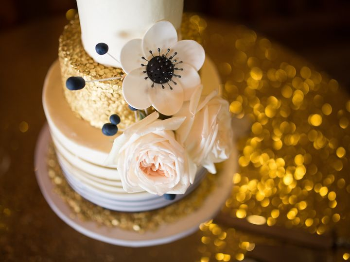 Tmx Metallicribboncake 2 51 8845 158482495679999 Littleton, Colorado wedding cake