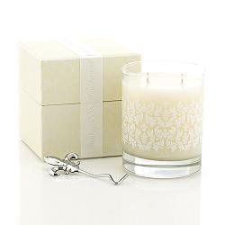 This romantic floral mellows into a rich body of creamy vanilla, oakmoss and soft musk. Touches of...