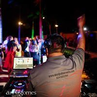 13747a8e7aa909f3 Alex DJ in action