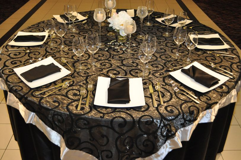 Patterned table cloth