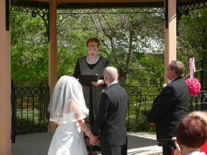 Jessica and Matt celebrated their marriage in a park in Smyrna.