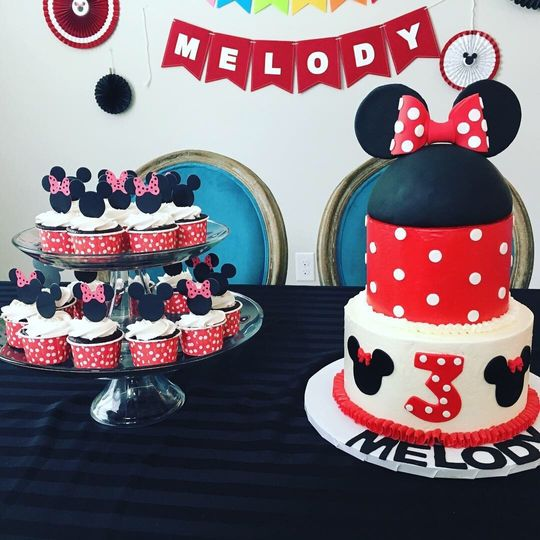 Black and red Minnie cake