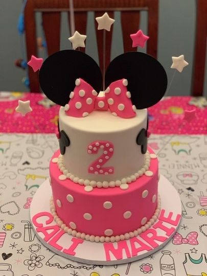 Pink and white Minnie cake