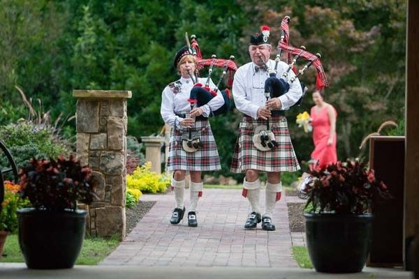 The wedding party follows the bagpipes to the ceremony!