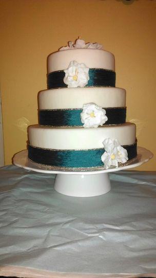 WeddingCakeRibbonBriarRoseFlowers1