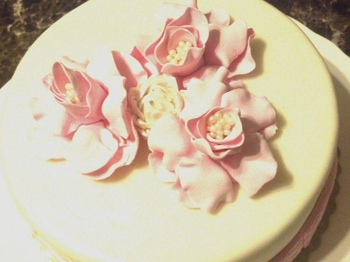 Tmx 1361331798647 RoseCakeTopView2 Frankfort wedding cake