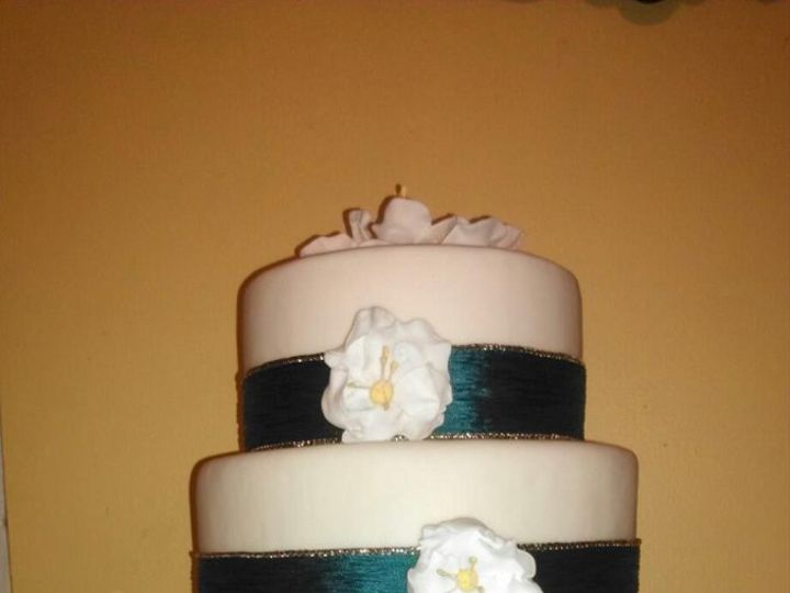Tmx 1361331811621 WeddingCakeRibbonBriarRoseFlowers1 Frankfort wedding cake