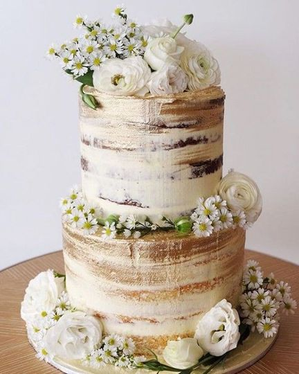 Cake with accent flowers