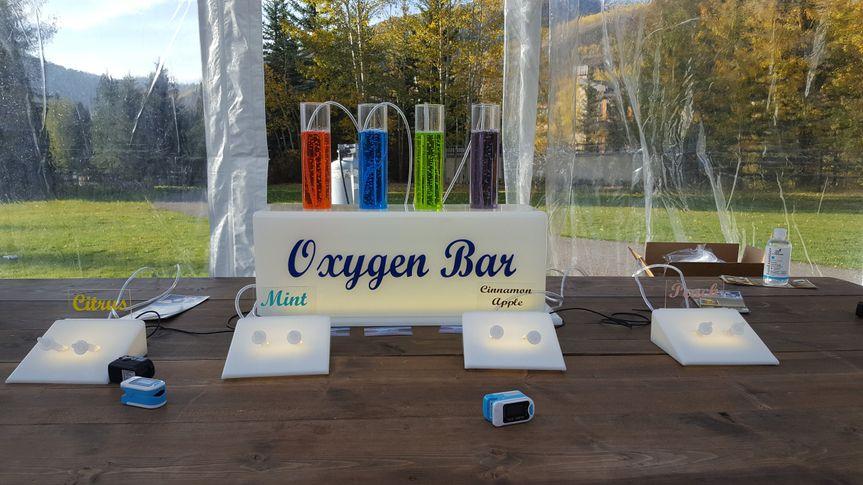 Lighted oxygen bar displays