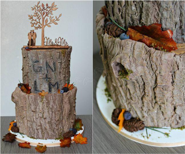 MC tree stump cake.
