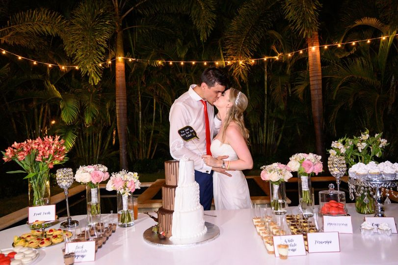 Wedding cake and a kiss