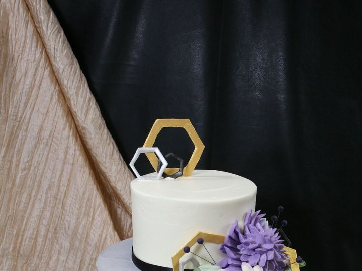 Tmx 1534427618 05b6fbcf6c538960 1534427616 8bffc2fb0f9298e0 1534427619804 4 2018 01 11 02.34.4 Westwood, MA wedding cake