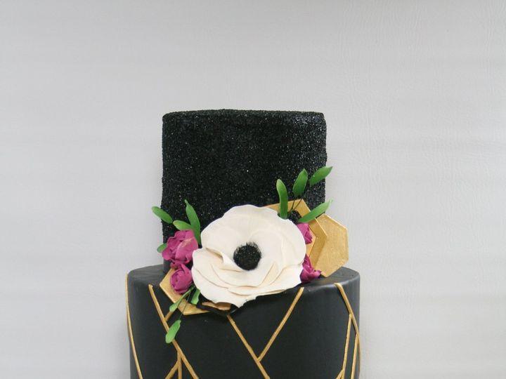 Tmx 1534427724 E069fafb7b83fa39 1534427721 0ab4fa2ed49c7eb4 1534427728294 8 2018 02 07 00.29.1 Westwood, MA wedding cake