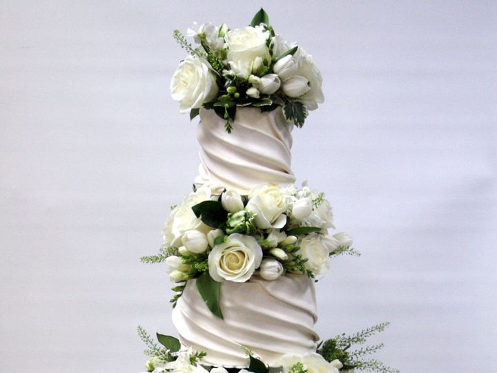 Tmx 1534428097 C1b15e7beccf2395 1534428094 55f5f86314b73df1 1534428098594 11 Copley Fresh Fill Westwood, MA wedding cake
