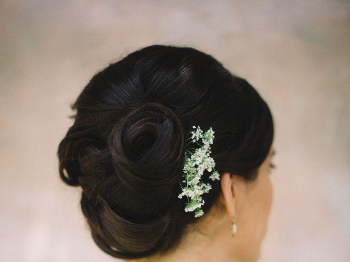 Tmx 1516463848 66abd5f941a485f6 1516463845 3a18e9508ddf869e 1516463827426 4 THP Fawn Marina De Seattle, WA wedding beauty