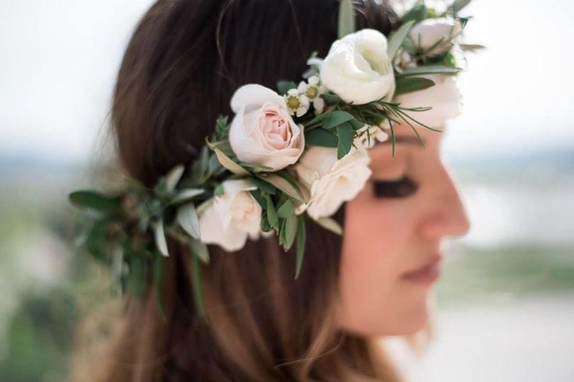 200a3a5bd472fb32 1538426124 3c3bbc11aafa441d 1538426123348 6 floral crown